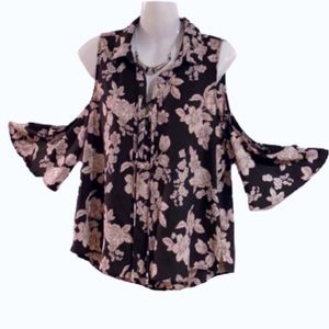 Tops - 🎁 NWT Floral Blouse Cold Shoulder Flare Sleeves!